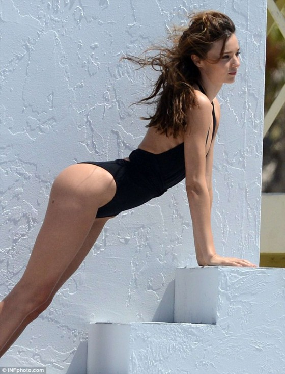 Miranda Kerr 2013 : Miranda Kerr – on a bikini photoshoot in Miami -13