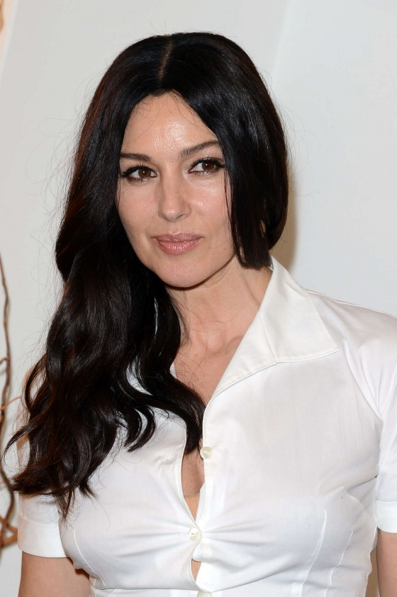 http://www.gotceleb.com/wp-content/uploads/celebrities/monica-bellucci/2012-ischia-global-fest/Monica%20Bellucci%20-%20%20Ischia%20Global%20Fest%20-04-560x841.jpg