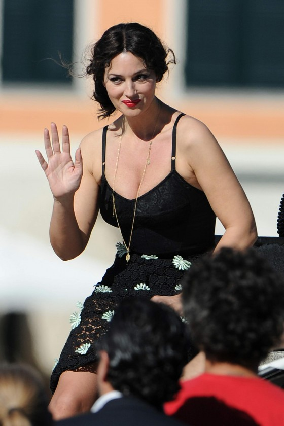 Monica Bellucci - Cleavage Candids On The Set of Dolce and Gabbana-05