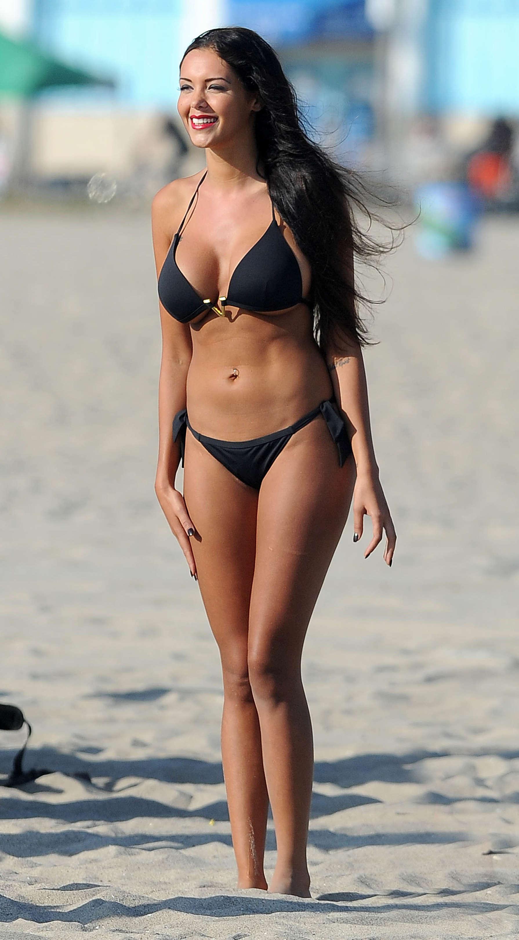 benattia bikini Nabilla