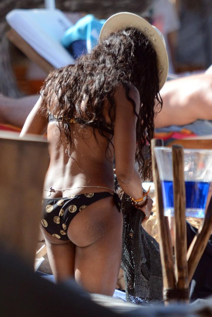 Naomi Campbell in bikini in Ibiza -05