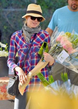 Naomi Watts in Purple Shirt at Farmer's Market in Brentwood