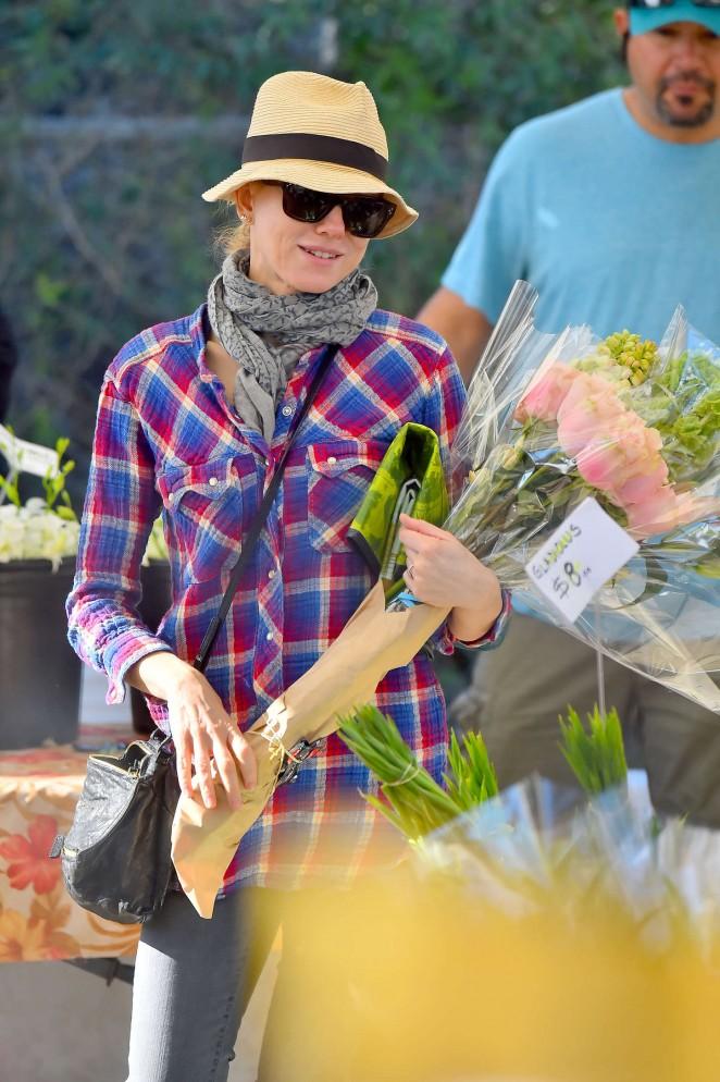Naomi Watts in Purple Shirt at Farmer's Market in Brentwood