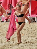 naomi-watts-in-a-black-bikini-on-the-beach-in-barbados-10
