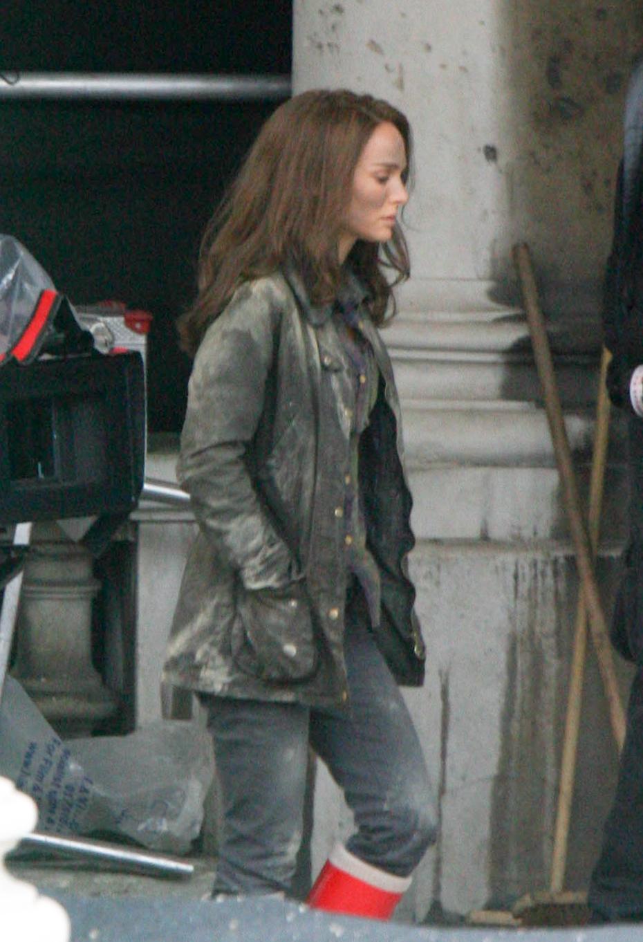 Movie and TV Cast Screencaps: Natalie Portman as Dr. Jane ... |Natalie Portman Thor The Dark World
