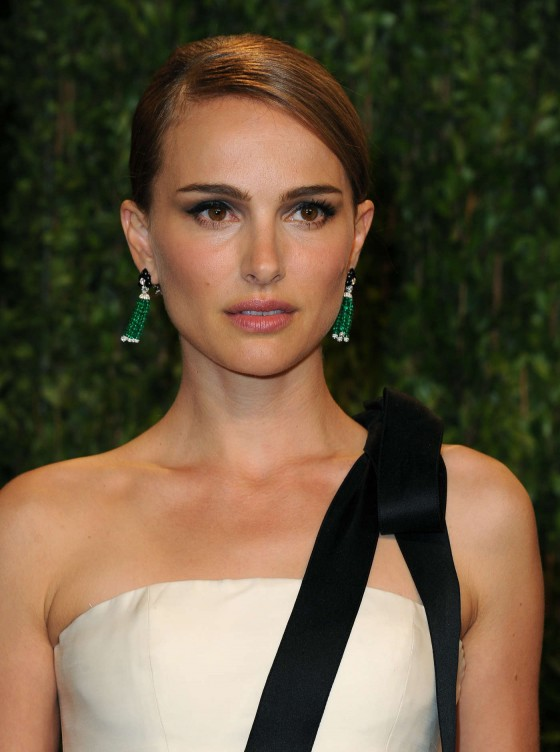 Natalie Portman – Oscar 2013 – Vanity Fair Party -03