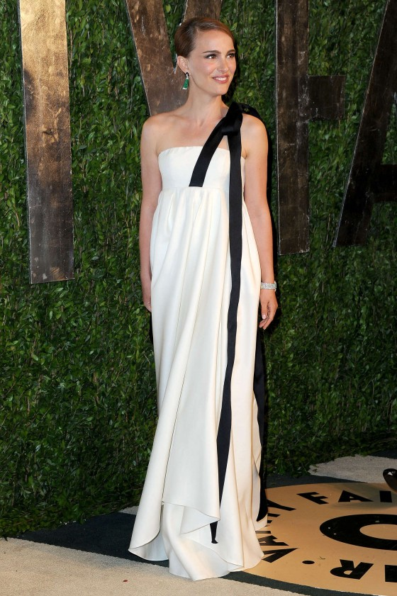 Natalie Portman – Oscar 2013 – Vanity Fair Party -05