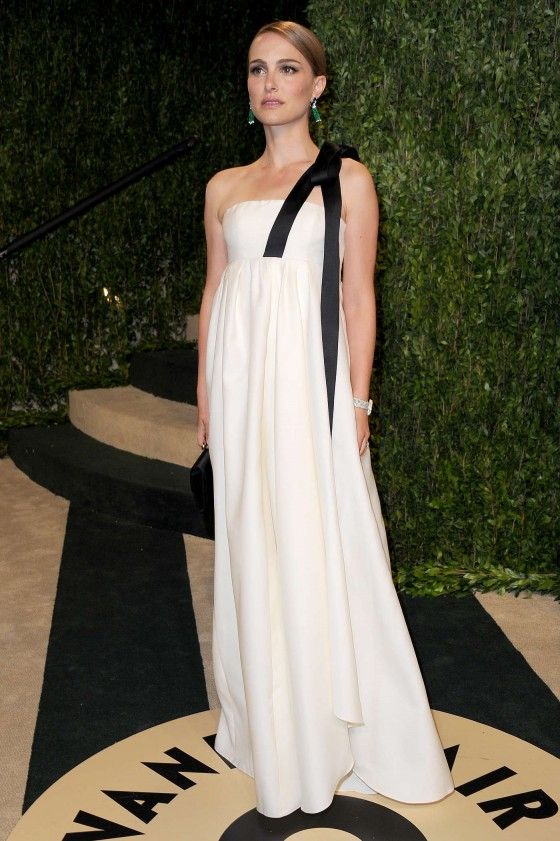 Natalie Portman – Oscar 2013 – Vanity Fair Party -06