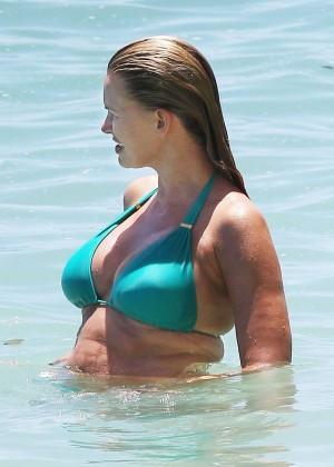 Natasha Henstridge in bikini -14