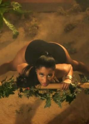 Nicki Minaj: Anaconda Music Video and Screencaps-02