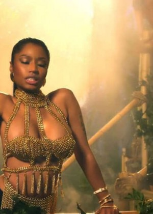 Nicki Minaj: Anaconda Music Video and Screencaps-07