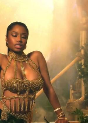 Nicki Minaj: Anaconda Music Video and Screencaps-07