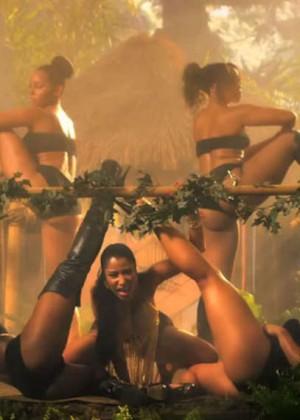 Nicki Minajs video for Anaconda is finally here!