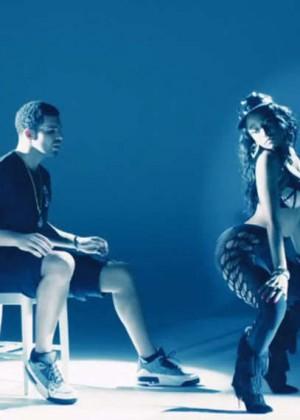 Nicki Minaj: Anaconda Music Video and Screencaps-25
