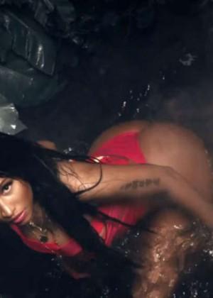 Nicki Minaj: Anaconda Music Video and Screencaps-27