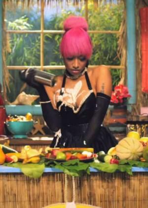 Nicki Minaj: Anaconda Music Video and Screencaps-36