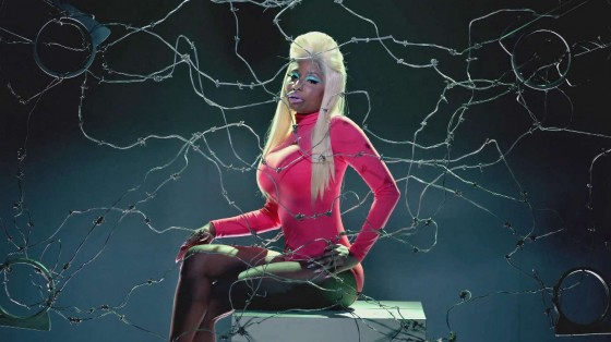 Nicki Minaj – Beez in the Trap-38