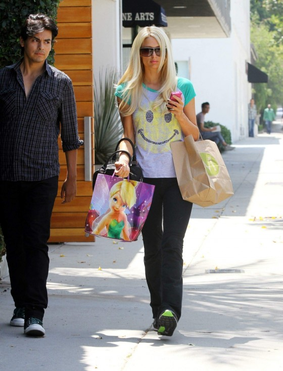 Nicky and Paris Hilton – Shopping Candids in Brentwood