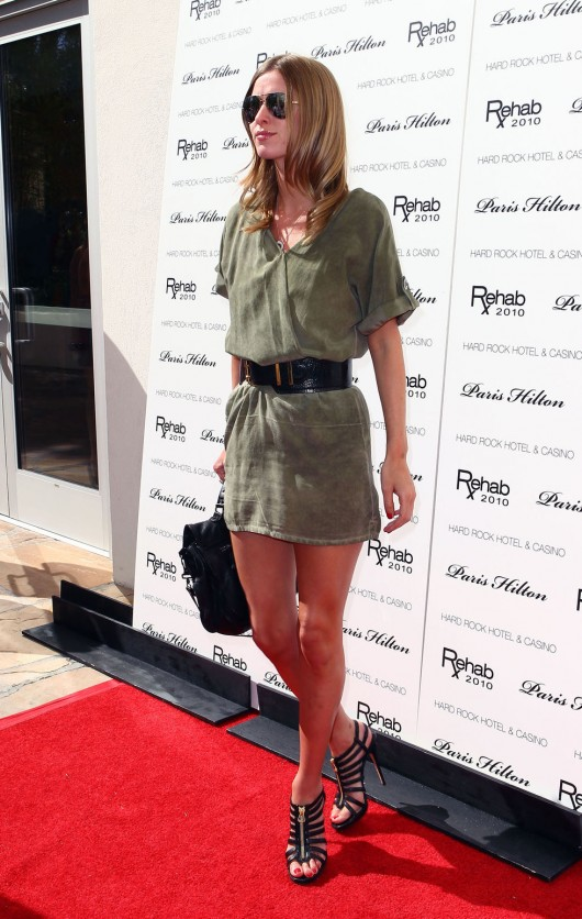 Nicky Hilton 2010 : nicky-hilton-leggy-candids-at-the-ultimate-daytime-pool-party-in-las-vegas-07