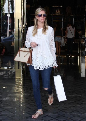 Nicky Hilton in Ripped Jeans - Shopping in Los Angeles