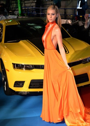 "Nicola Peltz - Premiere ""Transformers: Age of Extinction"" in Japan"