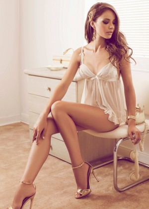 Nicole Meyer: Hot 20 Photos -12