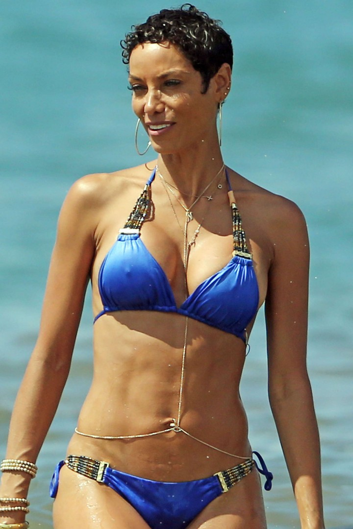 Nicole Murphy – Paddleboarding in royal blue two-piece bikini in Maui