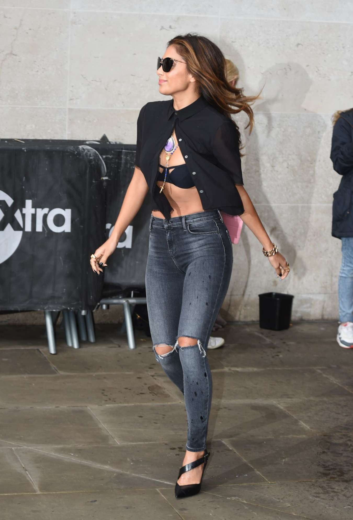 Nicole Scherzinger - Doses a Fan With Iced Water for Charity in London