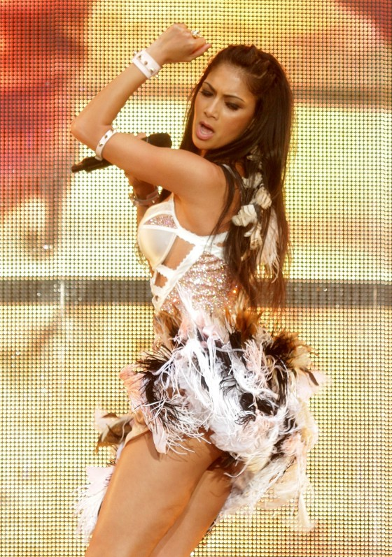 http://www.gotceleb.com/wp-content/uploads/celebrities/nicole-scherzinger/performs-at-wembley-stadium-june-2011/Nicole%20Scherzinger%20-%20Performs%20at%20Wembley%20Stadium%20June%202011-11-560x797.jpg