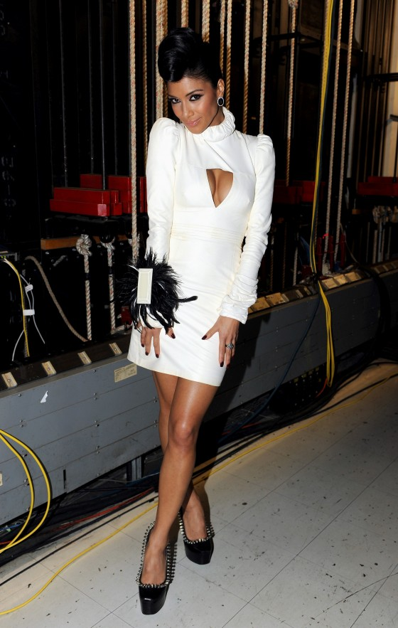 Nicole Scherzinger – Leggy in white Dress at X Factor Top 3 Performance Show in Hollywood-06