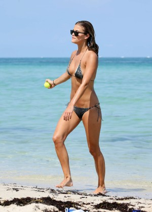 Nina Agdal Bikini: Miami 2014 -28