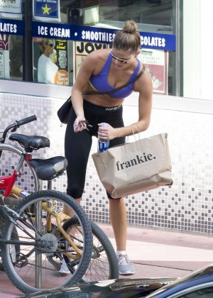 4e04975a0c3e6 Nina Agdal in Leggings and Sports Bra Riding a Bike -04 – GotCeleb