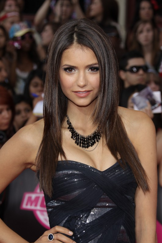 nina-dobrev-cleavage-candids-at-2010-much-music-awards-05-530x795.jpg