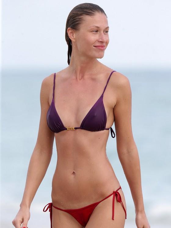 Olga Kent – Wearing Bikini – Miami Beach