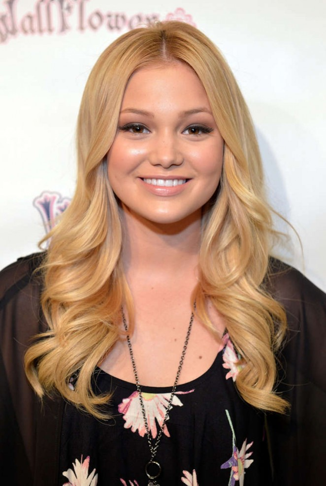 Olivia Holt - Attend Wallflower Jeans Fashion Night Out in Los Angeles