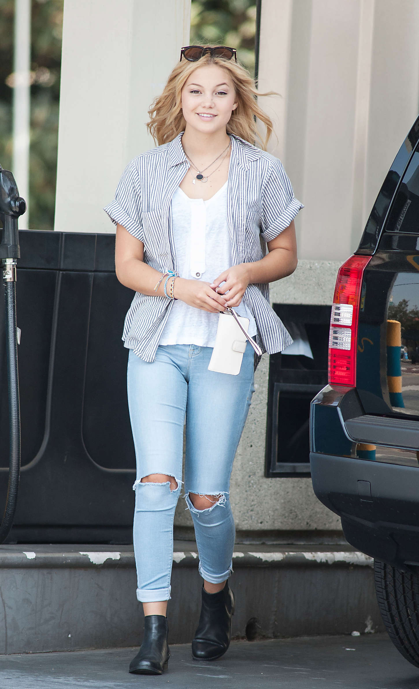 cameltoe olivia holt Olivia Holt in Tight Jeans -36 - Full Size