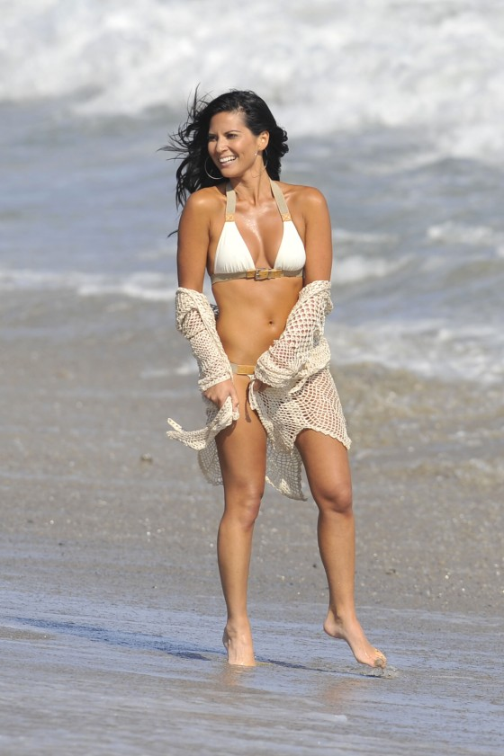 olivia-munn-bikini-shoot-for-shape-magazine-in-malibu-2011-10