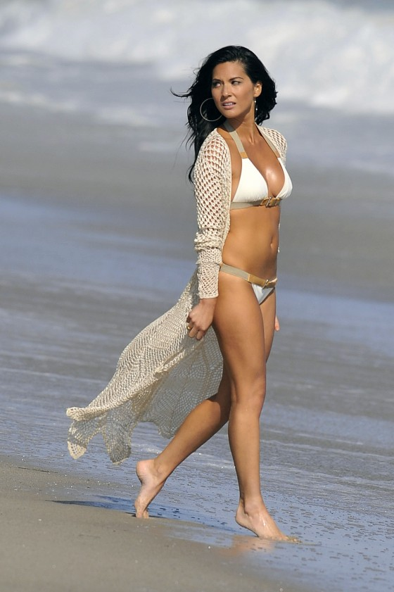 olivia-munn-bikini-shoot-for-shape-magazine-in-malibu-2011-27