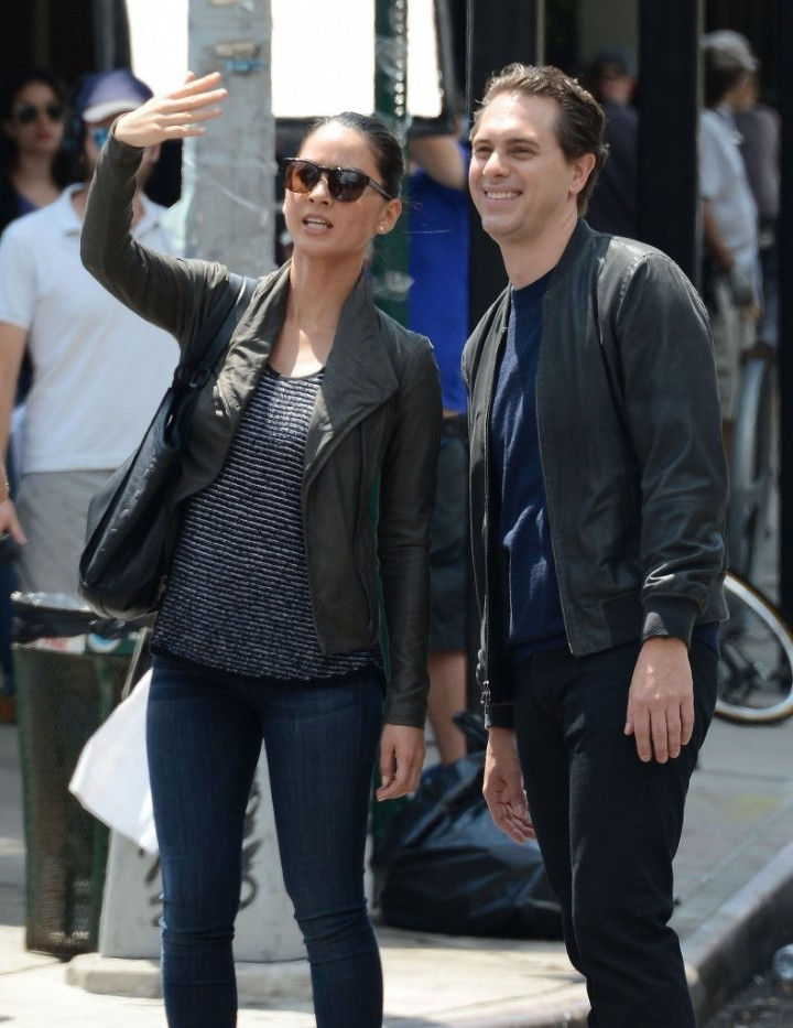 "Olivia Munn filming ""The Newsroom"" in New York"
