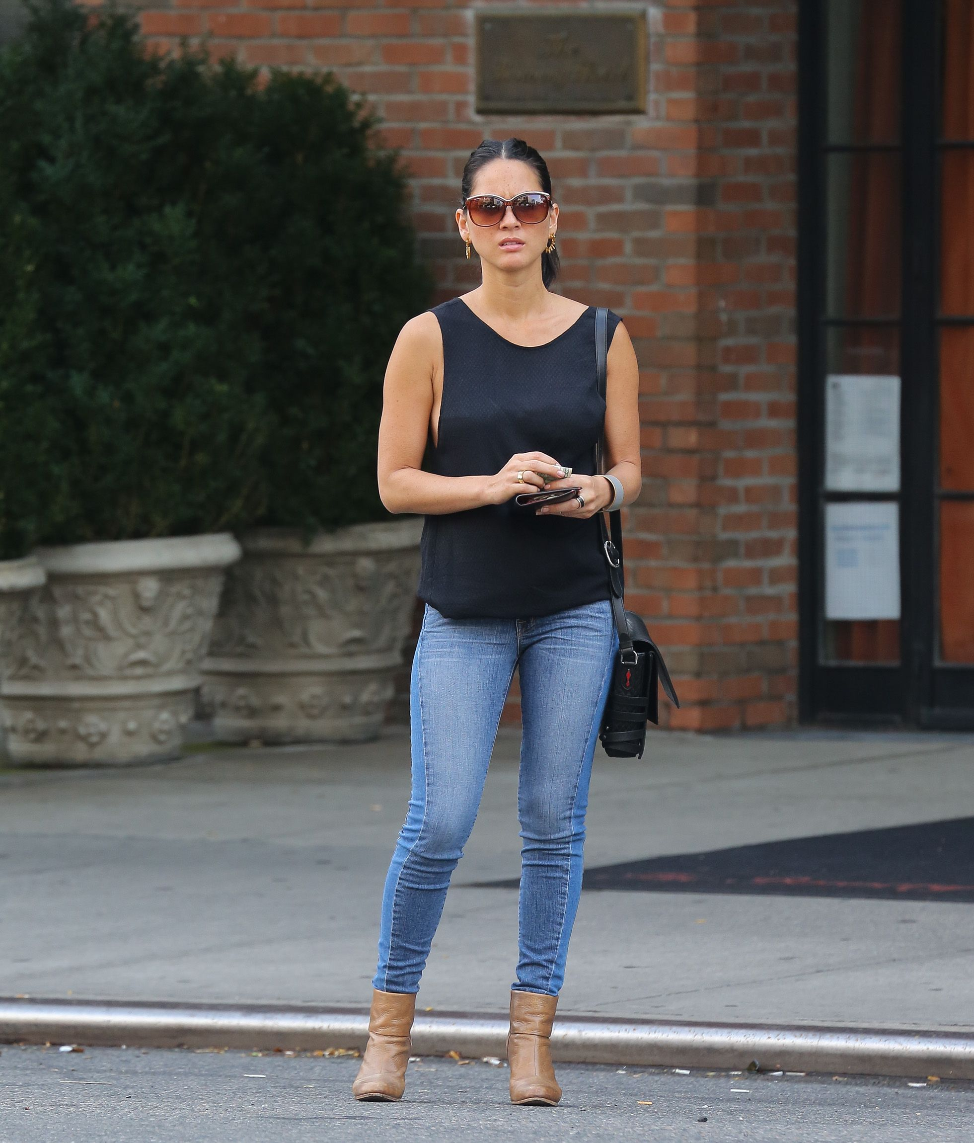 olivia munn hot in jeans and tank top 01 � gotceleb