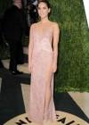 Olivia Munn - Oscar 2013 - Vanity Fair Party -02