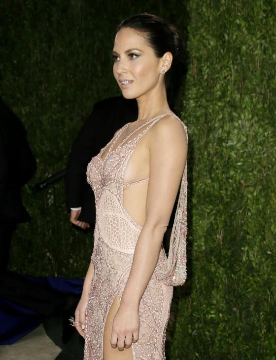 Olivia Munn - Oscar 2013 - Vanity Fair Party -03