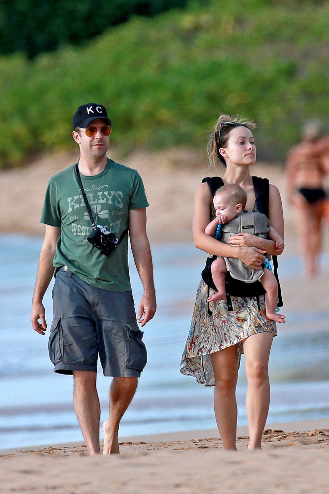 Olivia Wilde and her Family on the beach in Maui