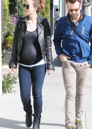 Olivia Wilde Pregnant Photos: Out in West Hollywood -13