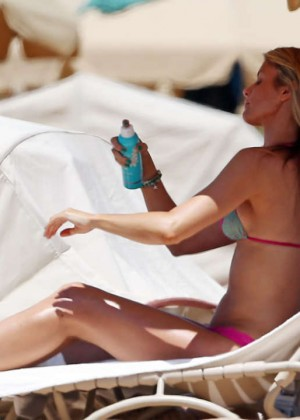 Paige Butcher Hot Bikini Photos: 2014 in Maui -15