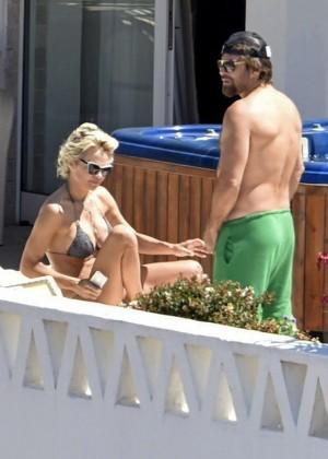 Pamela Anderson: Bikini in Sardinia-02