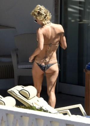 Pamela Anderson: Bikini in Sardinia-07