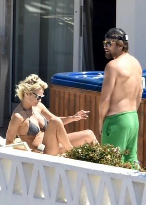Pamela Anderson: Bikini in Sardinia-12