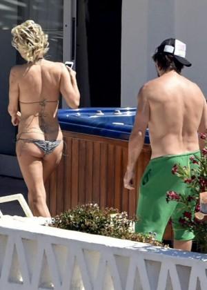 Pamela Anderson: Bikini in Sardinia-13