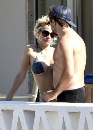 Pamela Anderson: Bikini in Sardinia-15